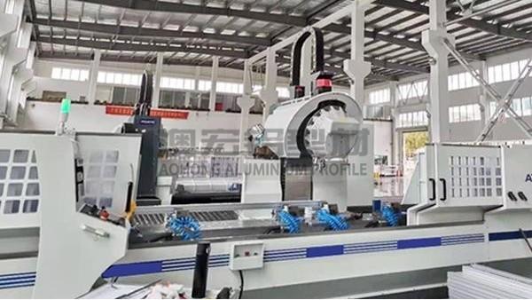 铝型材厂家选择不当,将给铝型材框架定制带来种种意想不到的问题