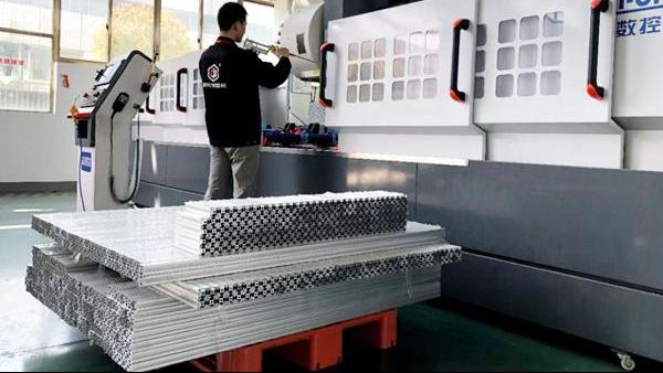 铝型材框架的稳定性由什么决定的?