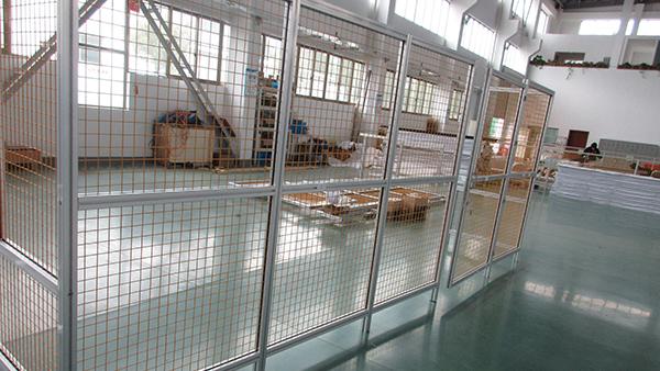 浅析设备防护围栏使用工业铝型材制作的优点